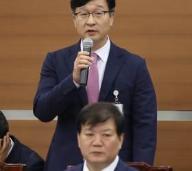 """조국 수사팀 몰아세운 <!HS>민주당<!HE>…법조계 """"피의사실 공표 조장"""""""