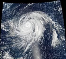 """수퍼 <!HS>태풍<!HE> 하기비스 바람 위력은···""""KTX 지붕에 올라탄 느낌"""""""