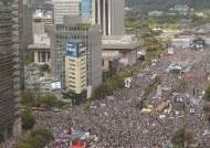 집회 근처 지하철 하차, 광화문 25만명 서초동 9만명 늘었다
