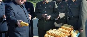 <!HS>김정은<!HE> 한달만에 등장···이번엔 미사일 대신 옥수수 들었다