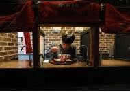 식당서 '나홀로 삼겹살'은 좀…토요일 밤 '혼육'하는 사람들