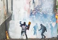 """시위도 기름띠도 """"너 때문""""···중남미 밉상된 베네수엘라, 왜"""