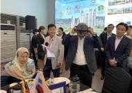 말레이시아 주라이다장관과 액마그룹 회장, 서초동 디라포르 모델하우스 오픈행사 중 VR체험