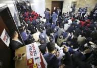 한국당 '패스트트랙' 檢 불출석 고수…조사 없는 기소 가능성도
