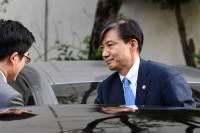 """한국당 """"조국 사퇴, 이미 늦었다…서울대 교수도 물러나야"""""""