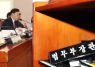 조국 사퇴 다음날 '장관 없는 국정감사'… 여전히 주제는 '조국'