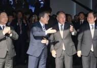 """이재용 이어 닷새만에 정의선 만난 文 """"2030년 미래차 1등"""""""