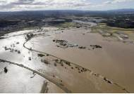 """후쿠시마 또 비극···물 빠지자 사망 28명, 아베 """"대지진급 대응"""""""