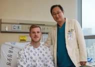 독일서 가슴뼈 기형 수술 실패한 스웨덴인, 한국서 재수술 받고 희망 찾았다