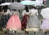 '우산 챙기세요' 내일 <!HS>전국<!HE> 곳곳 가을비…주말부터 맑아진다