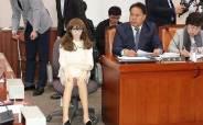 """국감장에 '리얼돌' 앉힌 이용주···박범계는 """"이게 산업 되나"""""""