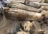 [서소문사진관] 이집트 나일강변 고대 도시에서 채색 목관 20여개 발견