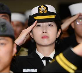 '해군 장교 출신' 최태원 회장 딸, 美싱크탱크 연구원 됐다