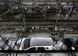 [이코노미스트] 벼랑에 선 한국GM·르노삼성·쌍용차 - 차는 팔리지 않고 노조는 파업 일삼고