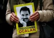 터키의 쿠르드 말살과 저항···그 뒤엔 '아저씨' 오잘란이 있다