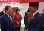 文대통령, 印尼 대통령 재선 취임식에 직접 골라 보낸 선물은