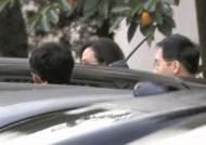 정경심 영장 판사는 송경호…윤 총경 구속, 월담 대학생 기각