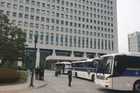 정경심 구속심사 날, 대검찰청 메운 경찰 버스