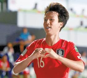 '엄지척 <!HS>박지성<!HE>' 엄지성 U-17 월드컵 골 포문 열었다