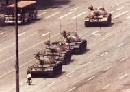 중국 톈안먼 시위 상징 '탱크맨' 사진 찍은 찰리 콜 별세