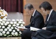 """김의겸 """"文대통령 가슴엔 늘 어머니가…北김영남에 건강 비결 묻기도"""""""