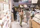 피부 톤 밝아진 화장품업계…아모레·LG생건 '주름개선'