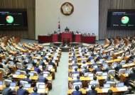 1년째 국회서 안건 못 올라···금융권 속태우는 '개망신법'