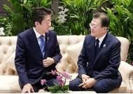 """한·일 정상 환담 뒤…서훈 """"지소미아 복구 배제 못해"""""""
