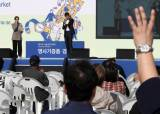 """""""남편과 함께 고른 스카프"""" 강경화…나눔의 나비효과 만든 명사들"""