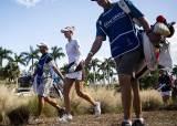 [성호준의 골프 <!HS>인사이드<!HE>] LPGA 투어, 캐디 남편이 부인 백 메지 않는 까닭