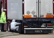英경찰, 트럭 컨테이너서 또 밀입국 의심자 15명 발견…운전자 체포