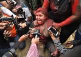 혼돈의 <!HS>볼리비아<!HE>···女시장 끌어내 머리카락 자르고 붉은 페인트칠