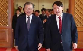 文 주재 회의에 윤석열조국 사태 후 첫 만남 '주목'