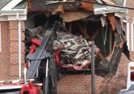 美서 달리던 포르쉐 충돌 뒤 날아가···건물 2층 벽뚫어 2명 사망