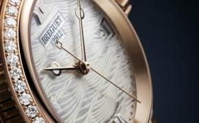 올해의 시계…'화려함'과 '초록'에 집중하라