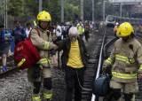 <!HS>홍콩<!HE>시위대가 멈춘 지하철…노인은 산소마스크 쓴채 걸었다