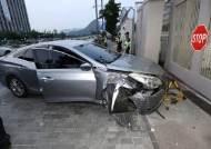 """""""망명 원한다"""" 美 대사관 차량돌진한 여성가족부 공무원 2심서 선고유예"""