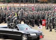 민간 기업회장을 장군 대접…오픈카 태워 병사 사열한 30사단