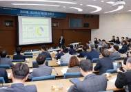 규제는 넘치고, 인재는 외면하고…한국의 인공지능 현주소