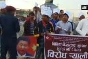 시진핑 인형·인도 지도 불태운 네팔인들…약소국 영토 설움