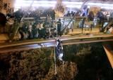 홍콩 경찰 토끼몰이 체포작전…시위대 <!HS>하수구<!HE> 탈출도 실패