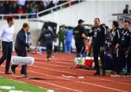 베트남축구협회, 박항서 감독 조롱한 태국 GK 코치 AFC에 제소