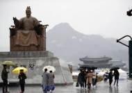 [날씨 브리핑] 휴일 전국에 비…내일 강원산지에 최대 30㎝ 많은 눈