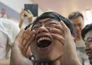 """홍콩 친중파 역사상 가장 큰 참패에···中 """"서방 세력 개입 탓"""""""