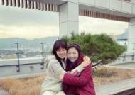 """공효진, '동백이 베프' 고두심과 따뜻한 포옹 """"감사했습니다"""""""