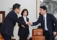 '선거법 부의 D-1' 3당 원내대표 회동…접점 못 찾고 해산