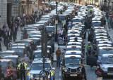 """""""운전자 확인 어렵다""""···우버, 런던서 2년만에 또 퇴출 위기"""