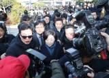 """""""여기가 어디라고"""" 한국당 지지자들, 황교안 방문 <!HS>심상정<!HE>에 항의"""