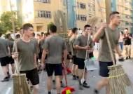 """트럼프 '홍콩인권법' 서명에…中 """"언제든 군 투입 가능"""" 경고"""