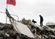 [서소문사진관] 알바니아 최악 지진피해·사망자 40명 넘어서···총리 아들 약혼녀와 가족도 숨져